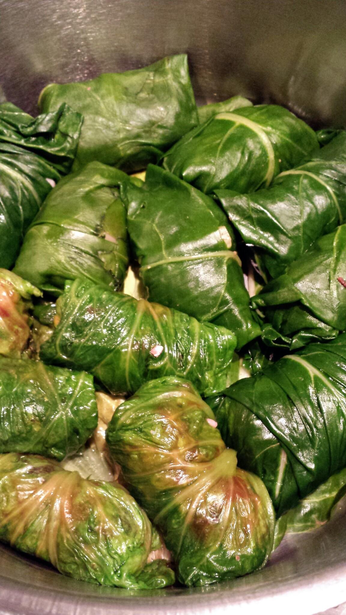 Feuilles de blettes farcies au boeuf et la menthe le - Comment cuisiner des feuilles de blettes ...